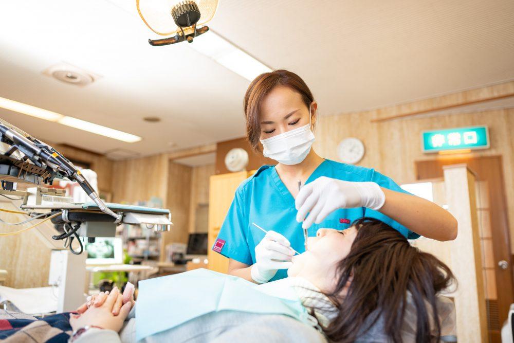 プロフェッショナルによる歯のクリーニング